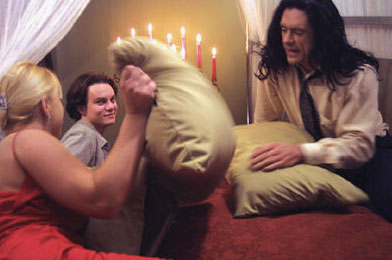 pelea de almohadas the room