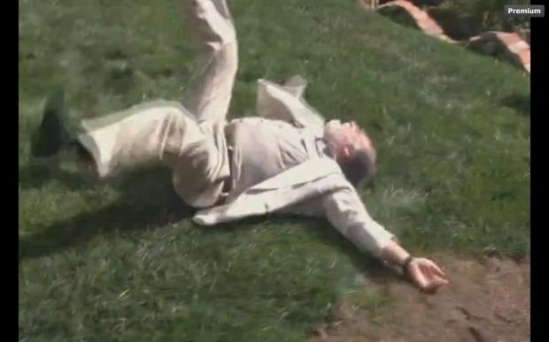 mejor actuacion de norteamerica para el doctor invalido que levanta los pies al caer.jpg