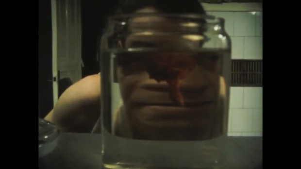 tipo que colecciona ojos y otros organos.jpg
